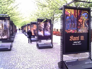 Panelová výstava na náměstí Kampa.